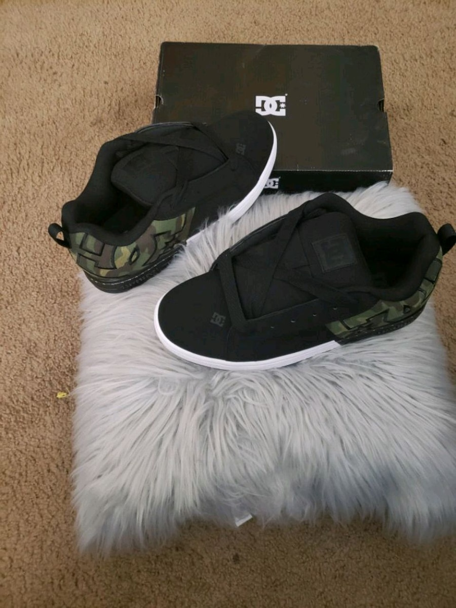 Photo MENS BRAND NEW SIZE 12 DC SHOES