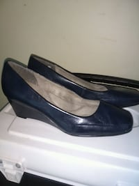 Size 10 navy aerosoles wedges nearly new College Park, 30349
