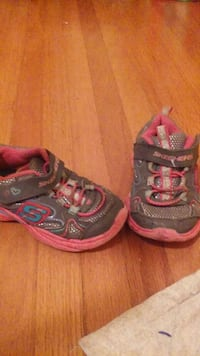 Girls Sketchers size 6
