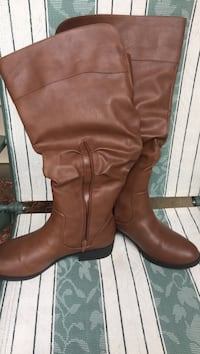Pair of brown leather knee-high boots Saugerties, 12477