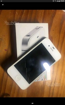 IPhone 4s bianco con 5 cover