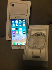 Unlocked iPhone 7 32Gb Silver * Mint Condition Ottawa, K1A