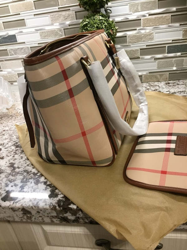 Shoulder good quality purse with pouch . Price is firm