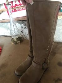 Pair of tan leather boots Bolingbrook, 60440