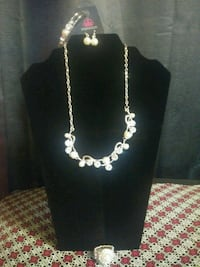 silver-colored necklace with pendant Redding, 96002
