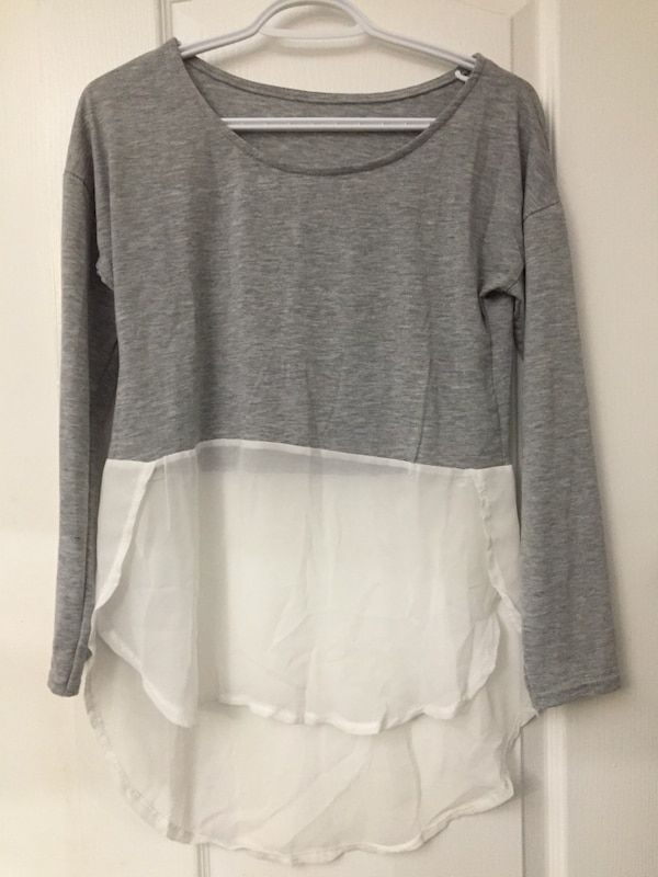 gray and white scoop neck long sleeve shirt