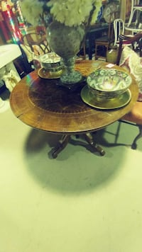 "42"" ornate wooden table Hagerstown, 21742"