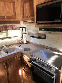Ford F-250 extra cab pickup truck and fifth wheel camper Bakersfield, 93308