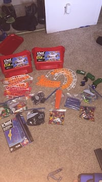 Lots of knex(3 roller coasters and 2 tubs) Sioux Falls, 57106