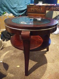 Wood and glass end table Quakertown, 18951