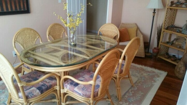 Brukt Oval Brown Bamboo Table With Six Chairs Dining Set Til Salgs I Guelph