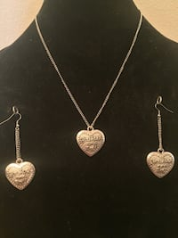 silver necklace with heart pendant Kitchener, N2A 2L8