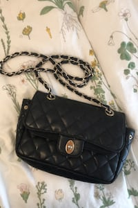 Black purse with gold link chain Norfolk, 23509