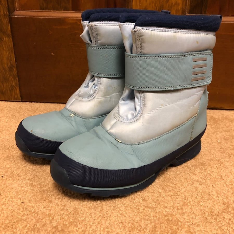 Lands' End kids snow boots size 2