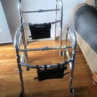 Elder People walker on 2 wheels Excellent condition Montréal, H4J 2K7