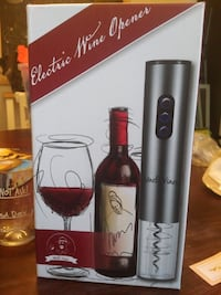 PERFECT GIFT- Electric wine bottle opener and glass