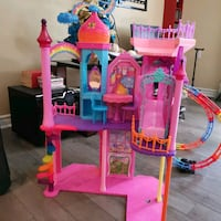 Barbie doll house. All assessoires onlcuded.