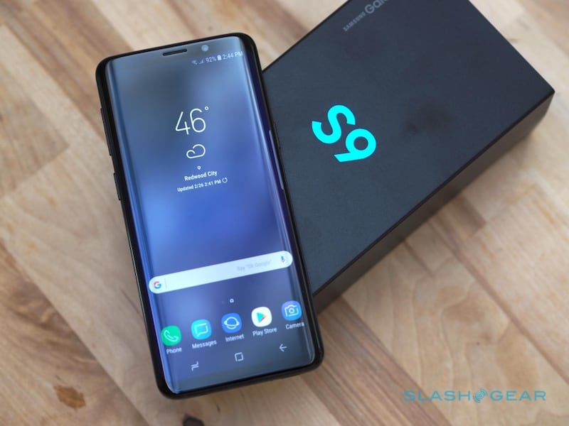 Samsung Galaxy S9 (64gb) comes with Charger and 1 month warranty 4e5b8d21-af6d-4bb0-b3af-2f4bbf9f96d1