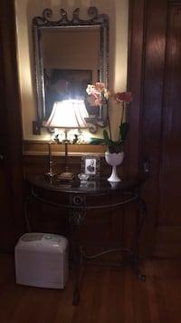 Mirror and table  284 mi