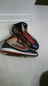 Nikes size 11 basketball shoes Chesterfield, 23832