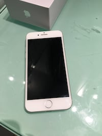 Iphone 8 64g unlocked with charger! Montréal, H4L 3E7