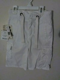Boys' brand new white shorts; size(7) Brooklyn