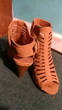 Size 8 pair of brown open toe ankle strap heels Augusta, 30906