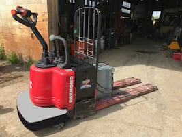Toyota Power Pallet truck- A great unit!