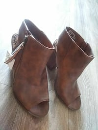pair of brown suede booties Gardena, 90247