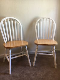 Set of 2 solid wood chairs Modesto