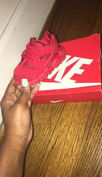 red Nike Air Huarache shoe with box Nashville, 37207