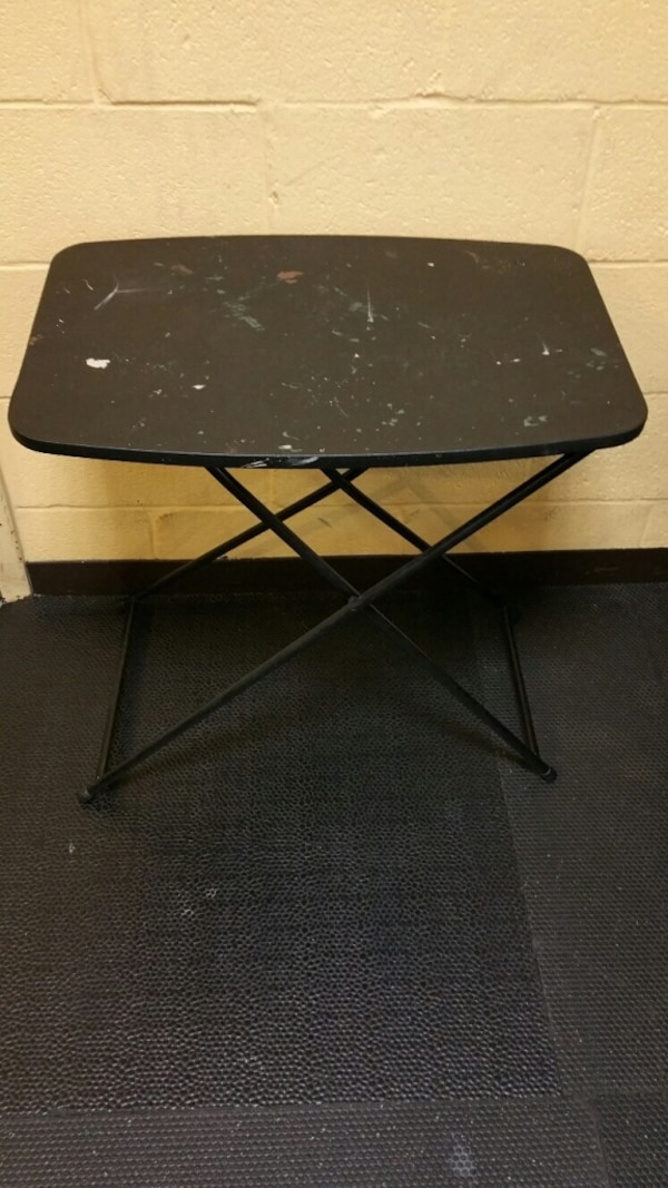 SMALL, PORTABLE, LIGHTWEIGHT FOLDING TABLE