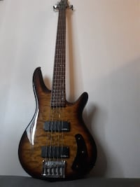 BASS  BRAND AGUSTIN 5 STRINGS IN EXELENT CONDITION