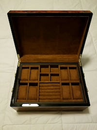 Beautiful Burl Wood Watch Case Manassas