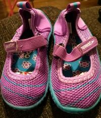 $5 Speedo Toddler Girl's Water Shoes Sz Small 5/6 Bakersfield, 93305