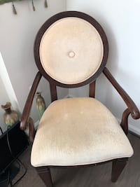 2 side chairs in excellent condition  Aldie, 20105