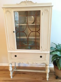 white wooden framed glass display cabinet Gainesville, 20155