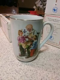 Coffee mug collector Norman Rockwell Trimmed in 24k gold