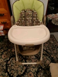 baby's beige and green high chair Surrey, V4N 3R9