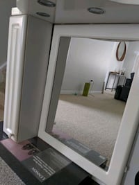 Bathroom mirror cabinet with lights St. Catharines, L2R