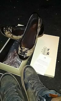 pair of black leather heeled shoes Roswell, 88203