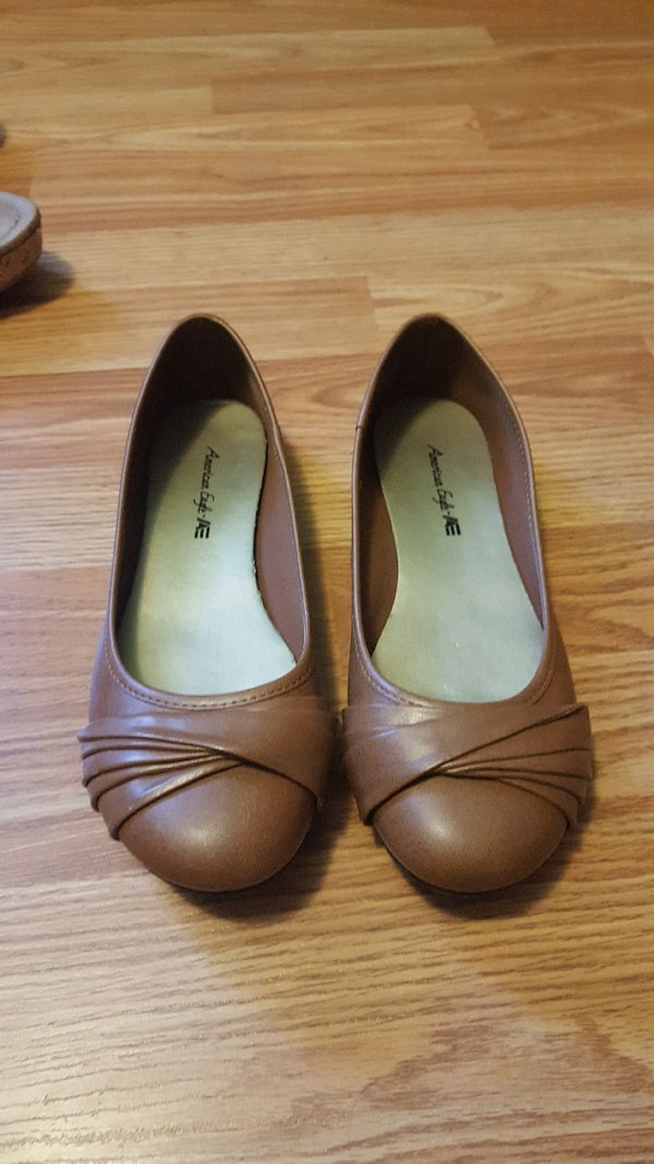 pair of brown American Eagle flats a1193da5-62cf-4547-967b-242877fecb07