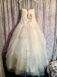 Wedding dress for sale. Bought from David's Bridal. Beautiful gown. Asking 200.00. Wallaceburg, N8A