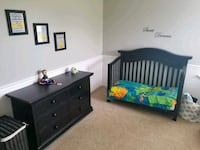 Comfortable crib/toddler bed bedroom furniture Hagerstown, 21740