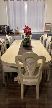 dinning table and 8 chairs  Stoneham, 02180