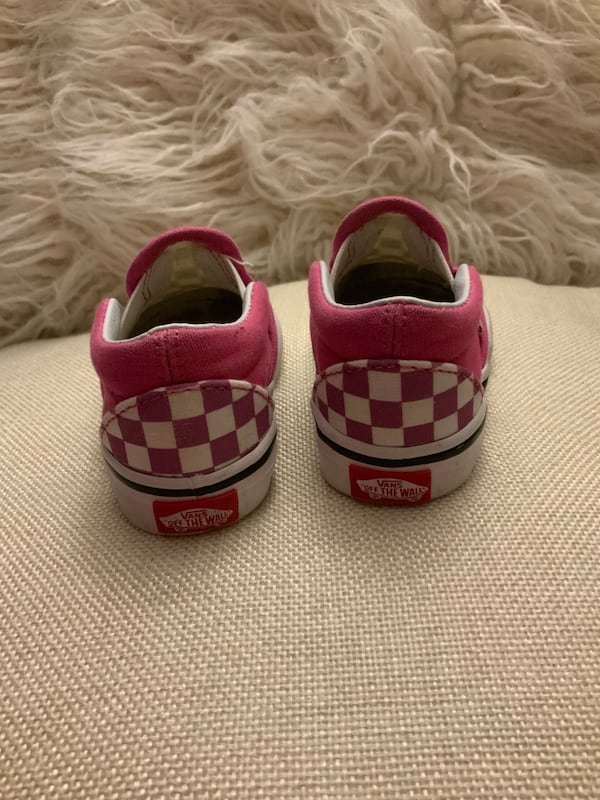 Baby Girl Shoes - Size 4 77ac6eb7-fd79-47c8-adf8-acbfe07f176d