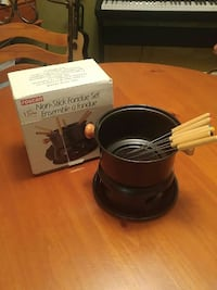 Fondue set used once  Mississauga, L5T 1G1