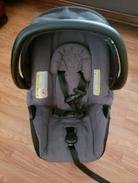 Baby car seat with base for sale  Châteauguay