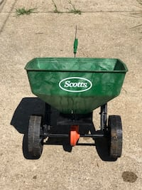 Scott's broadcast spreader tow behind Indianapolis, 46220