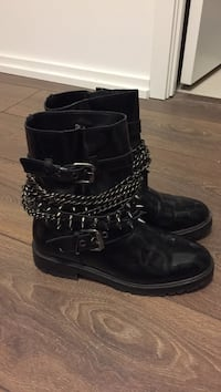 Black chained boots Toronto, M4Y 0B8